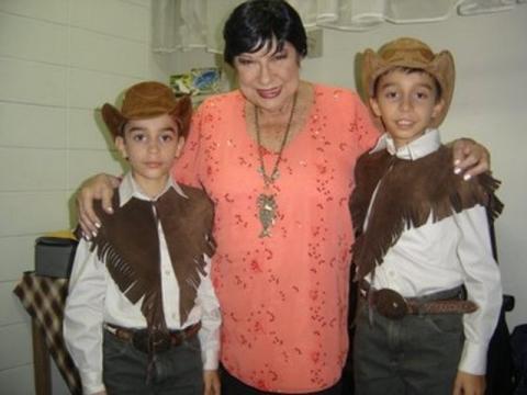 Luis Gustavo e Luis Augusto com Inezita Barroso